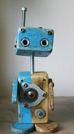 Rustic Wood Crafts, Wooden Crafts, Woodworking Projects Diy, Diy Wood Projects, Diy Robot, Retro Robot, Found Object Art, Diy Tv, Junk Art