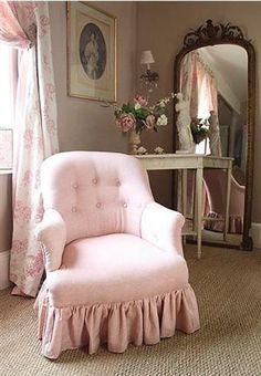 Pretty Pretty Pink  Pink! I like the mirror!