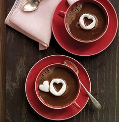 I'll be serving hot chocolate in my tearoom, what a nice way of serving it!