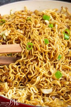 ramen noodle recipes Panda Express Chow Mein is my Copycat recipe. Its amazingly easy and quick. Plus, you can add whatever vegetables you have or enjoy. Asian Noodle Recipes, Asian Recipes, Recipes With Ramen Noodles, Easy Noodle Recipes, Noddle Recipes, Fried Noodles Recipe, Healthy Dinner Recipes, Vegetarian Recipes, Cooking Recipes