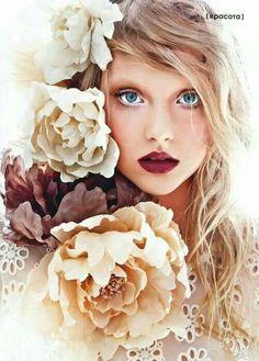 I ❤ MARRON ♥ dark berry lip, bright neutral eye, makeup look, autumn look Photography Women, Beauty Photography, Portrait Photography, Fashion Photography, Photography Flowers, Photography Ideas, Sweets Photography, Modeling Photography, Fantasy Photography