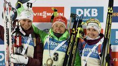 Die Besten in Östersund: Laura Dahlmeier mit Darja Jurkevitsch und Anais Bescond auf dem Podest | Bildquelle: dpa Baseball Cards, Female, Biathlon