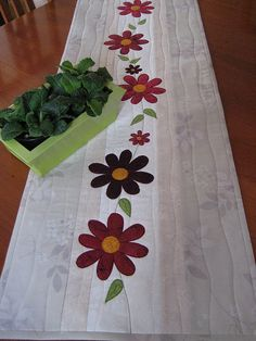 Pretty appliqued spring flowers on a quilted table runner. Patchwork Table Runner, Table Runner And Placemats, Table Runner Pattern, Quilted Table Runners, Small Quilts, Mini Quilts, Place Mats Quilted, Flower Quilts, Sewing Table