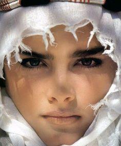 Brooke Shields From Sahara Beautiful Eyes, Beautiful Women, Arabian Women, Brooke Shields, Model Face, Pretty Baby, Timeless Beauty, Headgear, Woman Face