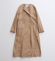 ロングトレンチコートは一枚持っていると、重宝する万能アイテム。 コットン100%なので肌触りも◎。 さらっとワンピースに羽織ったり、パンツスタイルに合わせてクールにも着こなしたいコートです。 入荷予定:2月中旬~2月下旬 画像はサンプルです。実際の商品と仕様・加工・サイズ等が若干異なる場合がございます。 工場の生産の都合上、入荷の時期が前後する場合がございます。 ご予約商品の為、通常の商品と同時にご注文いただくことができません。 個別にお手続きをお願いいたします。 またお支払いは、代引きのe-コレクトになります。予めご了承ください。