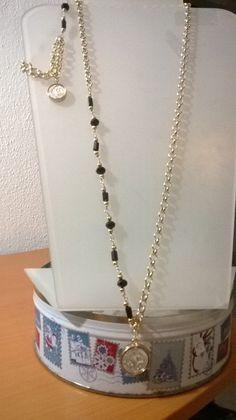 cadena con imagen de san benito (chapa de oro), cadena y cristal facetado color negro