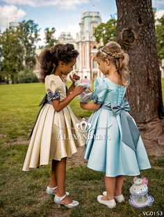 Flower girl dress for a wedding, birthday or any special day. Luxury pageant dresses by Alexandrina. Cute Kids Fashion, Toddler Fashion, Girl Fashion, Little Girl Dresses, Flower Girl Dresses, Vip Dress, Beautiful Dresses, Nice Dresses, Cute Young Girl