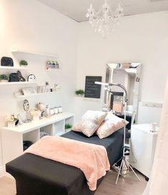 Spa Room Decor, Beauty Room Decor, Home Beauty Salon, Beauty Salon Decor, Tech Room, Esthetics Room, Deco Studio, Salon Interior Design, Design Salon