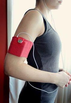 Una idea genial y económica para llevar nuestro Ipod o similar cuando salimos a caminar, correr o vamos al gimnasio.