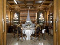 Rustikální jídelna v zámeckém stylu od Francesco Molon http://www.saloncardinal.com/francesco-molon-570