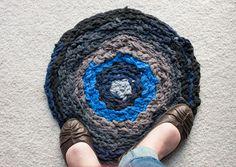 DIY: Finger Crochet a Round T-shirt Rag Rug