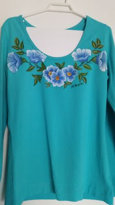 Remeras Dress Painting, T Shirt Painting, Fabric Painting, Paint Shirts, Fancy Kurti, Fabric Paint Designs, Hand Embroidery Dress, Hand Painted Fabric, Painted Clothes