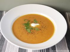 Winter Diet Recipe - Sweet Potato and Carrot Soup (Quick Diet Recipes) Sweet Potato Carrot Soup, Sweet Potato Recipes, Sweet Soup, Sweet Sweet, 5 2 Diet Recipes 500 Calories, 100 Calories, Fast Food Diet, Winter Dinner Recipes, Recipes Dinner