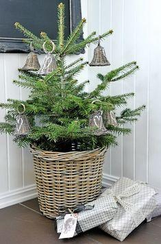 Christmas Decoration in Norway #design #interior #house #norway #scandinavian #decor #decoration #christmas #newyear #whiteinterior #holidays