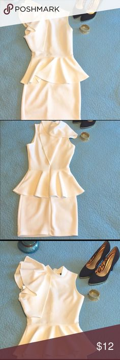 EUC Sz 2 Windsor Peplum Dress Size 2 Windsor White Peplum Mini Semi-Formal Dress. True to size. Sizes 0-2 would be ideal fit for this dress. Ruffle Flutter Sleeve adds dimension & glam to this unique dress. Excellent Condition. Comes from smoke free and pet free home. BUNDLE AND SAVE! 30% OFF BUNDLES OF 3 OR MORE! Windsor Dresses Mini