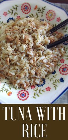 If you dont have much time, we have the right solution for you! This tuna with rice recipe is simple, quick and quite ta Healthy Tuna Recipes, Canned Tuna Recipes, Rice Recipes, Seafood Recipes, Dinner Recipes, Healthy Eating, Cooking Recipes, Savarin, Portuguese Recipes