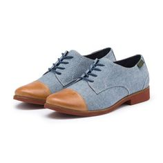 Discover our collection of timeless oxford shoes for women. G.H. Bass' stylish womens oxford flats & bucs marry classic construction & modern creativity.