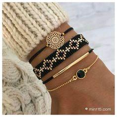 Bead Loom Bracelets, Bracelet Crafts, Bracelet Set, Jewelry Crafts, Black Bracelets, Black Diamond Bracelet, Embroidery Bracelets, Bead Jewellery, Beaded Jewelry