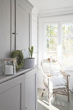 The sweet life Country Farmhouse, Modern Farmhouse, Country Living, Design Your Home, House Design, Scandinavian Cottage, Monochromatic Room, Romantic Cottage, White Cottage