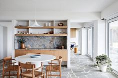 The interior design of this beach house in Australia echoes perfectly the place and concept of living - the owners come here in search of complete ✌Pufikhomes - source of home inspiration