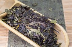 Explanation of White Puerh tea concept and introducing the actual sheng pu-erh made from White arbor tea tree. Glass Bottles With Corks, Green Glass Bottles, Wholesale Tea, Tea Blog, Pu Erh Tea, Types Of Tea, Oolong Tea, Grape Juice, Chinese Tea