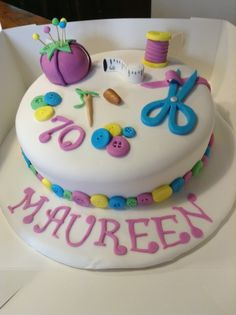 Sewing machine cake ideas mom Ideas for 2019 Sewing Machine Cake, Sewing Cake, Sewing Machine Drawers, Sewing Room Decor, Sewing Doll Clothes, Fondant, Sewing Projects For Kids, Drip Cakes, Sewing Patterns Free