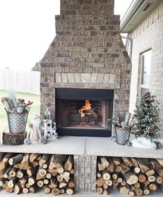 Gorgeous and affordable DIY Rustic Christmas Decorations. Outdoor Patio and Fireplace Christmas Decorations.
