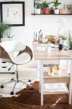 Love this office/work space! So fun and loving the color combo! Workspace Design, Home Office Design, Office Decor, Office Ideas, Modern Rustic Office, Home Office Closet, Amazing Spaces, Cool Diy Projects, Autumn Home