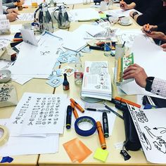 workshop life: hard creative work💡💪🏼 . check out my seminars in Berlin (in german), facilitated by amazing teachers who were trained by me:  http://www.stiftundseil.de/?lang=de&page=60 . #graphicrecording #sketchnoting #scribing #infographic #liveillustration #illustration #neulandmarkers #visualthinking #designthinking #learn #drawing