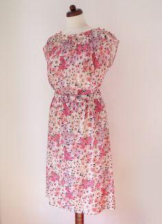 1970's Floral Dress  Vintage Dress  Size von PaperdollVintageShop, €29,90