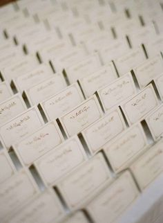 marque places dores, mariage, mariage élégant, nom des invités, sitting assignment, discret, élégant,  placement, invités mariages