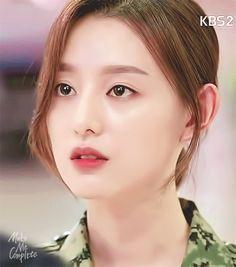 Song Joon Ki, Drama Funny, Kim Ji Won, Pretty Korean Girls, Song Hye Kyo, K Idols, Celebs, Singer, Actors
