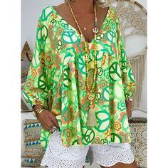 Plus Size V Neck Loose Printed Blouse – baezshop-store Big Girl Fashion, Curvy Fashion, Plus Size Fashion, Curvy Outfits, Plus Size Outfits, Flattering Plus Size Dresses, Pastel Tops, Shirred Dress, Plus Size Summer
