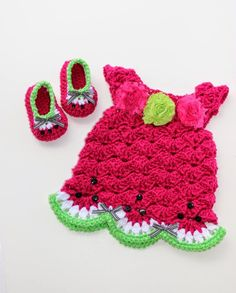 A free crochet pattern for lovely watermelon shoes!!! I absolutely love seeing little ones in watermelon outfits in the summer time! I have ...