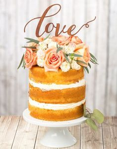 Before we jump into our 100 wedding cakes that WOW we have to share this personalized gold and pink wedding cake from Smore Sweets. Do you love. The backdrop is pretty great as well. We can personally say this is one of our favorite wedding cakes. Captured by We Heart Photography.