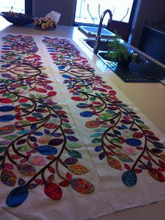 Glorious Applique blog, you can never get enough of Kim McLean quilts and the work she inspires in others!