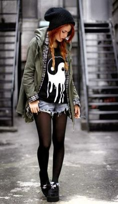 How to Do the Street Style Punk Look Diese Indie-Mode, Punk oder was auch immer es ist egal, thang c: Punk Rock Outfits, Grunge Style Outfits, Hipster Outfits Winter, Mode Outfits, Fashion Outfits, Girl Hipster Outfits, Casual Outfits, Grunge Dress, Scene Outfits