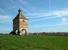 #Gers, France : Pigeonnier à LIsle-Jourdain #tourisme #campingcar Garden Buildings, Garden Structures, Country Barns, Pyrenees, Le Moulin, South Of France, Us Travel, Bird Houses, Wilderness