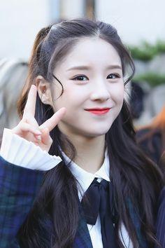 South Korean Girls, Korean Girl Groups, Crying Girl, Korean Wave, Olivia Hye, Girl Bands, Korean Singer, Girl Pictures, Kpop Girls