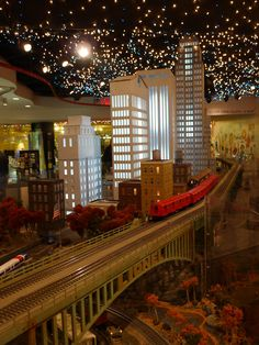 TRANSIT MUSEUM'S HOLIDAY TRAIN SHOW - 2013  - Lydia Warren