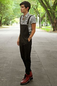 Black Dungaree styled with Printed White Tshirt and a pair of Boots are one of the most Voguish Dungarees Outfit Of All Time Black Dungarees, Dungarees Outfits, Men's Overalls, Urban Fashion, Fashion Looks, Mens Fashion, Fashion Outfits, Guy Fashion, Fashion Black