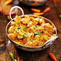 Three key techniques for preparing a better curry. Your curry recipes will improve dramatically. Indian Chicken, Chicken Tikka, Cooking Curry, Curry Spices, Easy Chicken Curry, Organic Chicken, Mets, Casserole Recipes, Crock Pot Recipes
