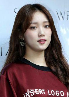 Korean Celebrities, Korean Actors, Cute Korean Girl, Asian Girl, Kdrama, Romantic Doctor, Lee Sung Kyung, Weightlifting Fairy Kim Bok Joo, Kim Min