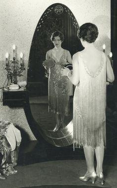 Image Fashion, 20s Fashion, Fashion History, Flapper Fashion, Style Fashion, Fashion Tips, Vintage Glamour, Vintage Beauty, Classic Hollywood