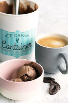 Hjemmelavet Chokoladeis ➙ Opskrift fra Valdemarsro.dk Ice Cream Containers, Ice Ice Baby, Dessert Recipes, Desserts, Sorbet, Snacks, A Food, Bakery, Sweets