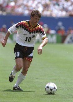 Lothar Matthäus, jugó 5 copas del mundo con Alemania (1982 - 1986 - 1990 - 1994 - 1998)