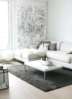 Sala de estar com sofá branco