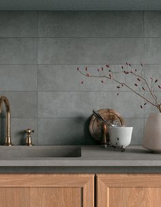 Simple, neutral and with an appealing material quality: these are the defining features that have been shaped into Glocal, the new smooth concrete collection in Mirage porcelain stoneware. Kitchen Room Design, Modern Kitchen Design, Dining Room Design, Home Decor Kitchen, Interior Design Kitchen, Home Kitchens, Kitchen Dining, Wooden Kitchen Cabinets, Kitchen Grey