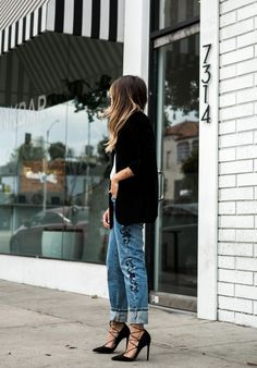 Pam Hetlinger + absolutely rocking + hot new trend + embroidered trousers + intricate details + denim jeans + definite degree of elegance + casual look + similar pair + stilettos + Pam's style! Jeans: One Teaspoon, Cami: Velvet Blazer, Heels: Asos. Best Black Friday Sales, Street Style 2016, Embroidered Jeans, Boho Look, Denim Fashion, Fall Fashion, Fashion Tips, Ladies Dress Design, Casual Looks