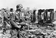 Luftwaffe soldiers advance in Stalingrad, fall 1942. Note the soldier in the foreground wearing a tie. Correct dress code amid chaos....